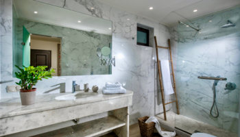 deluxe-suite-bathroom-2